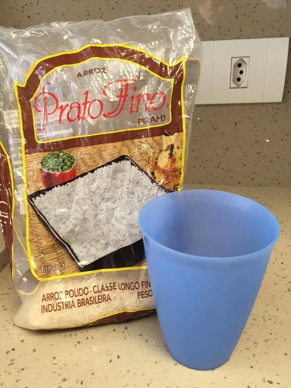 Arroz Passo a Passo - Um copo de 450 ml serve 5 pessoas. Gosto muito do Arroz Prato Fino.