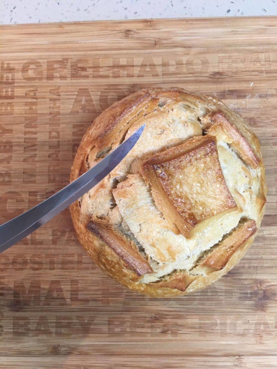 Pão italiano recheado.