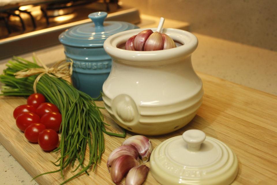 Le Creuset: Pote de Alho e Porta Condimento